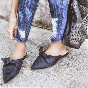 Shoes - 🎉HP 5/1- LAST PAIR-🔥Vegan Suede Mules